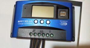 チャージコントローラーへソーラーパネルバッテリー3.5SQ線配線接続完了