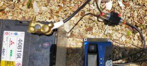 バッテリープラス端子に丸形端子接続